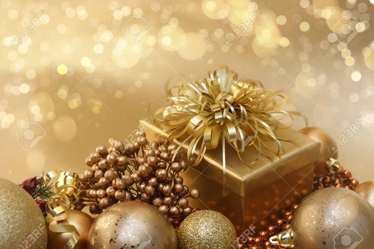 Immagini Natale Oro.Sfondo Di Natale Oro Con Decorazioni E Luci Bokeh