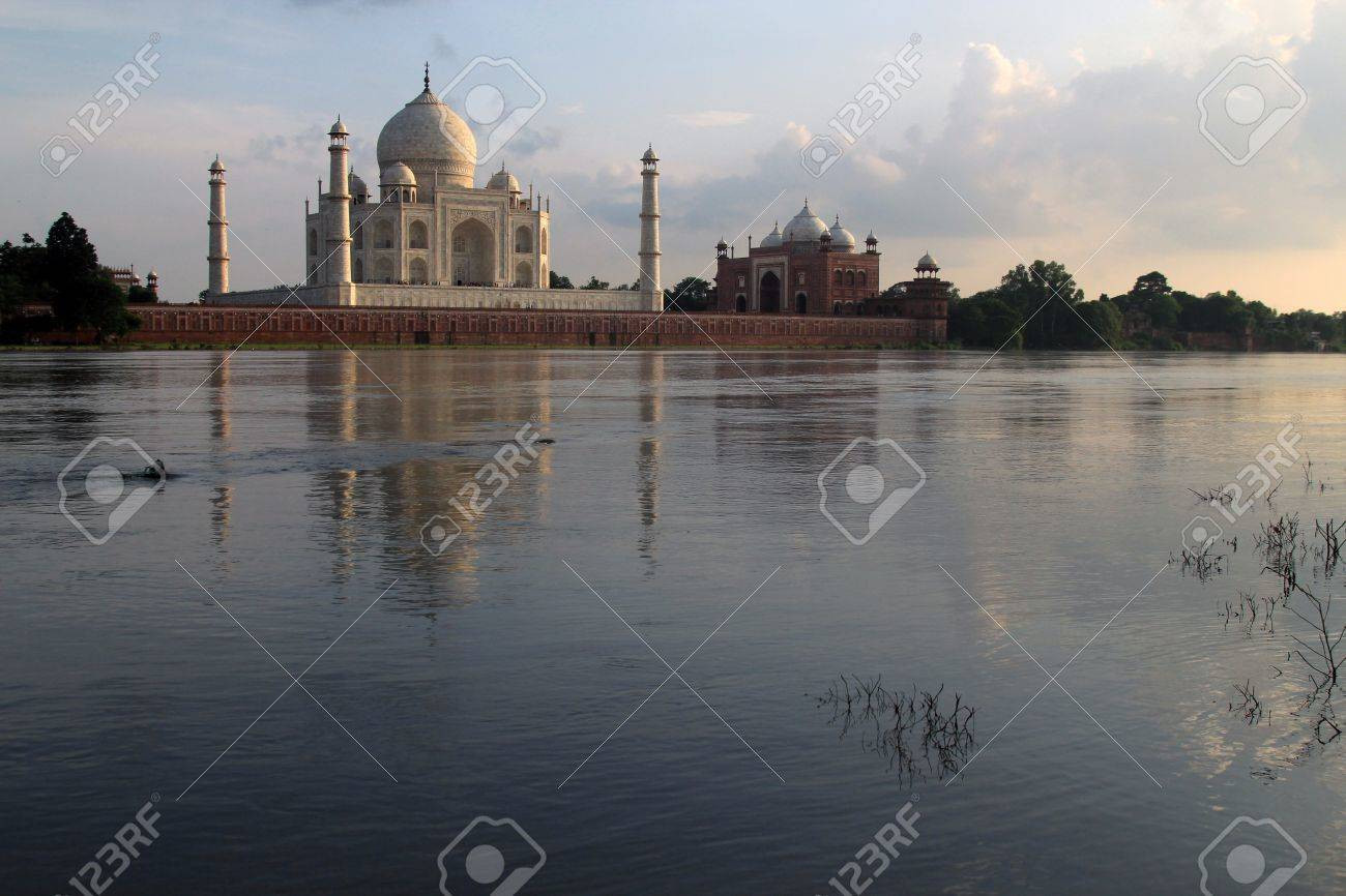 Taj Mahal, Agra, India. Stock Photo - 11614269