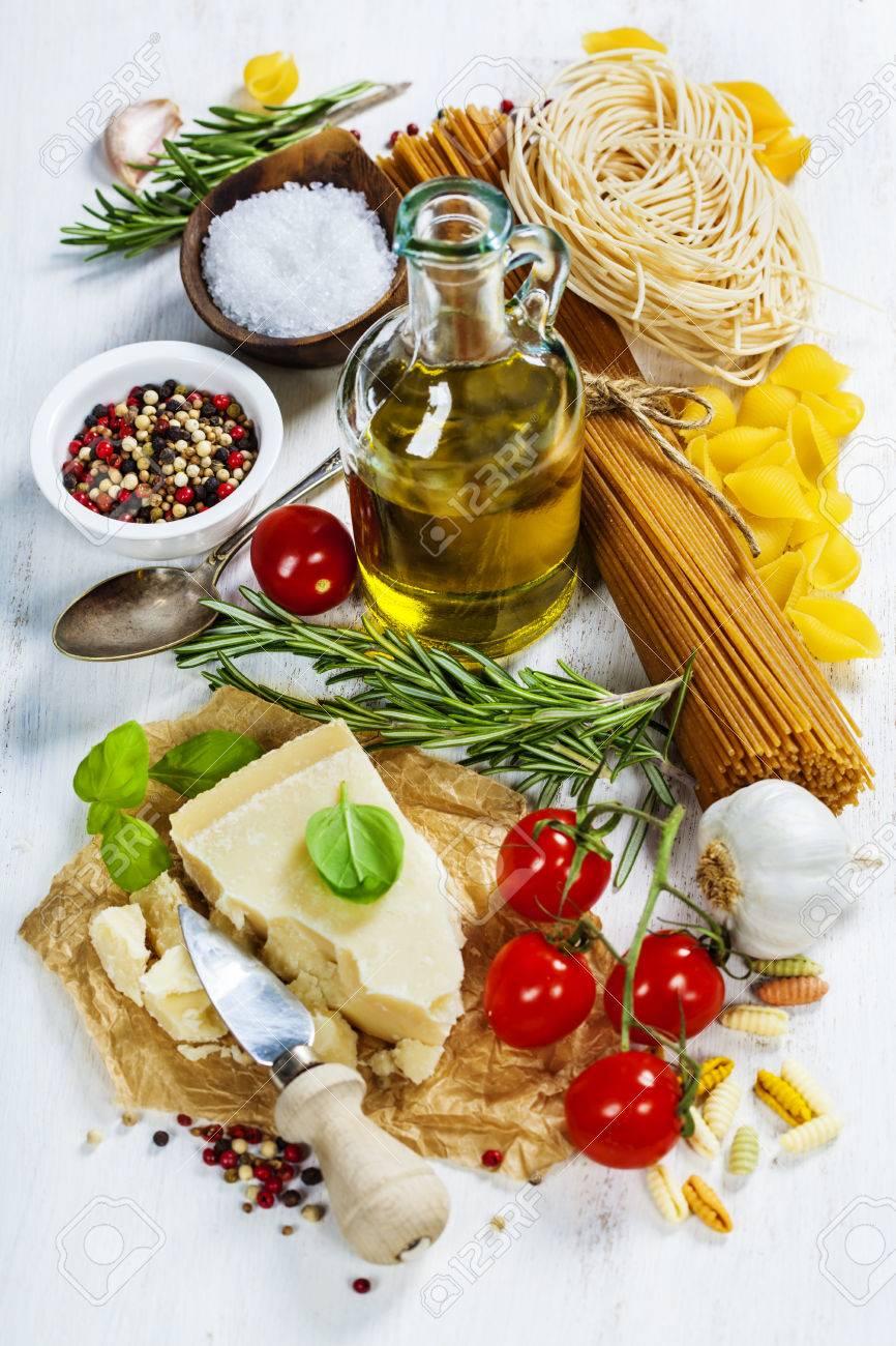 Italienische Pasta Mit Gemüse Kräuter Gewürze Käse Und Olivenöl