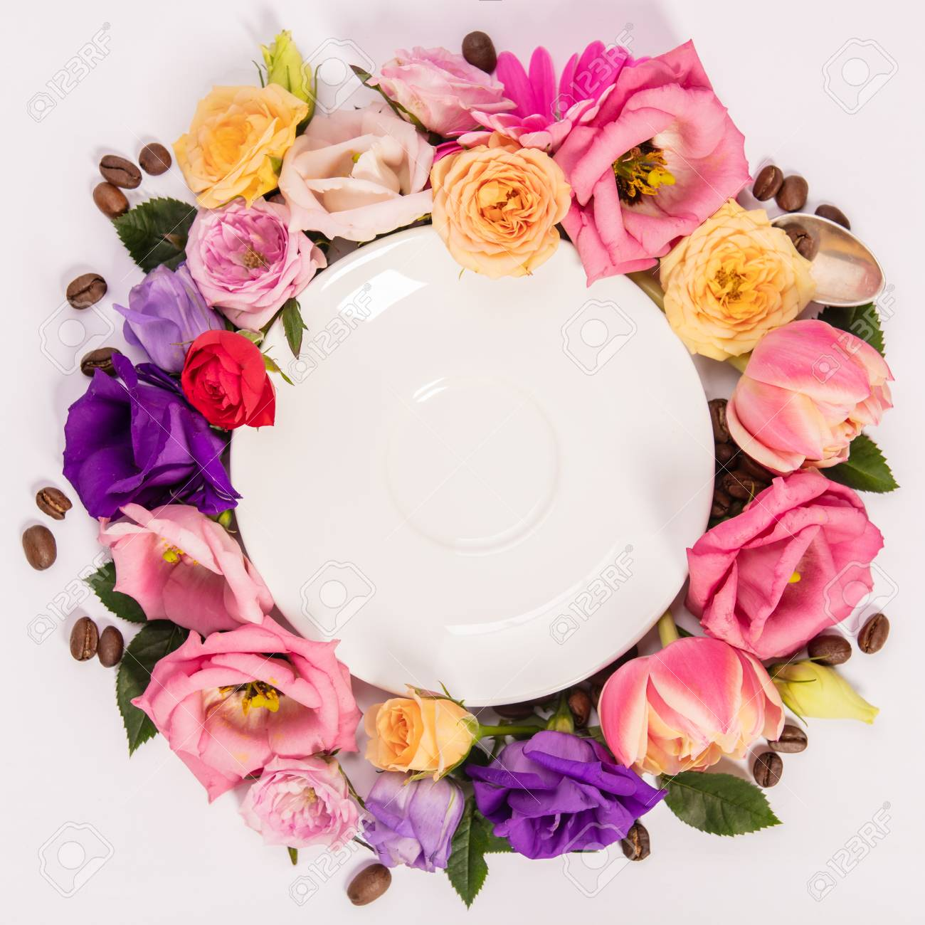 Still life composition with plate and flowers - 124680763
