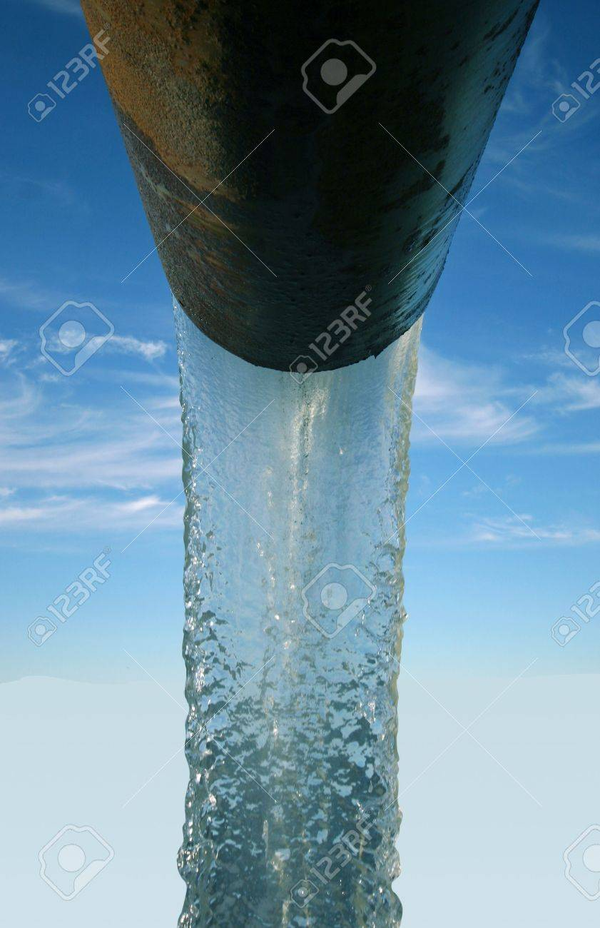 Clean water coming from an old pipeline - 287880