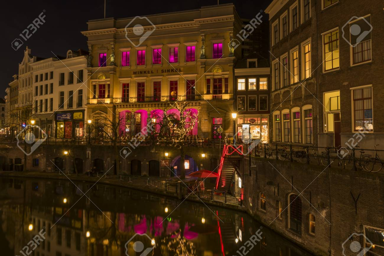 Onwijs Utrecht At Night, Oude Gracht, Winkel Van Sinkel, Canal And OT-57