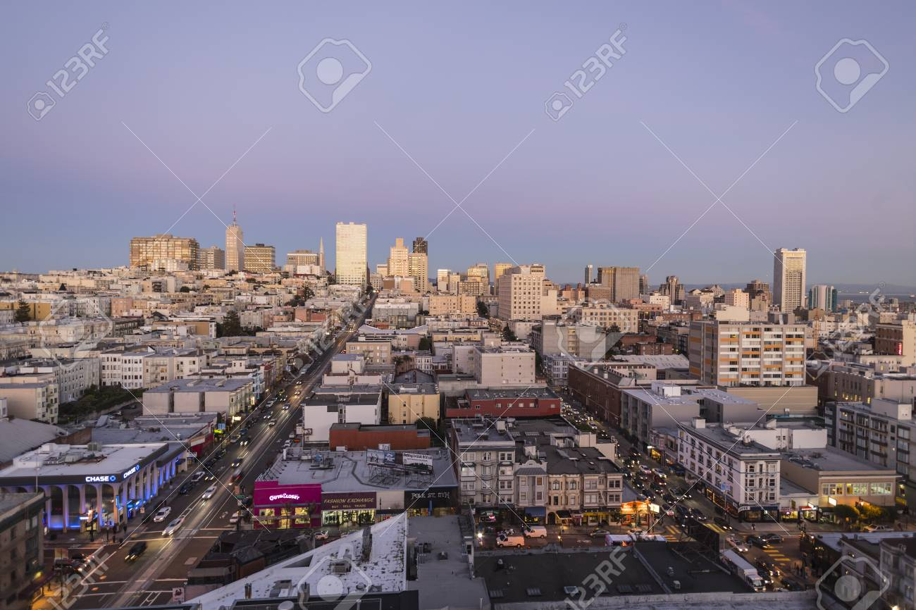 Editorial twilight view towards Nob Hill and San Francisco's financial district. Stock Photo - 17523762