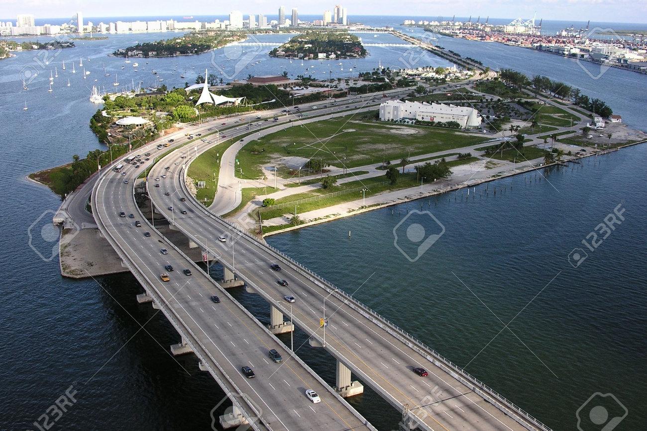 Editorial Aerial photo of the MacArthur Causeway in Miami Beach, Florida . Stock Photo - 18740015