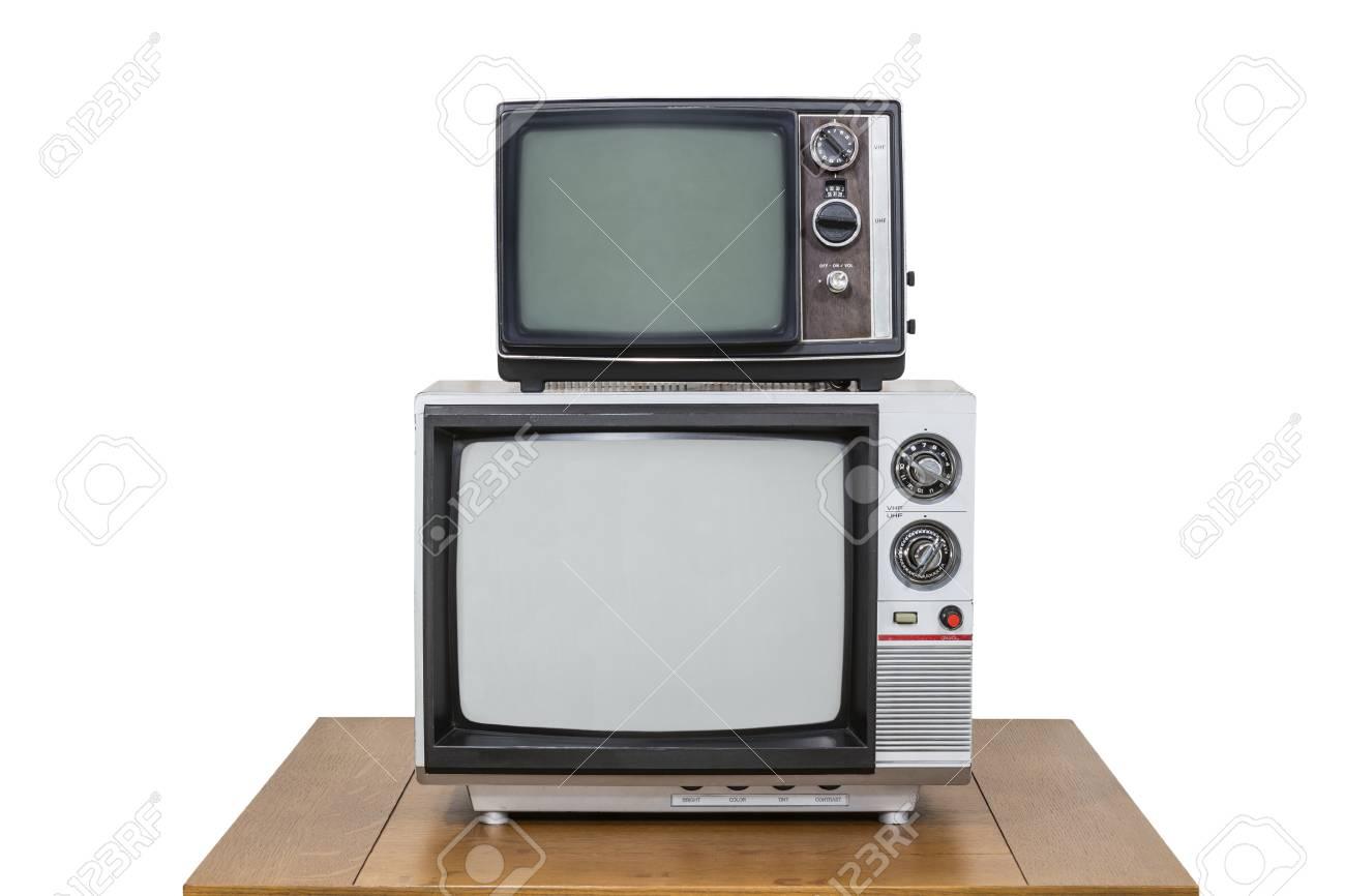 Vintage televisie stack op oude houten tafel geïsoleerd op wit