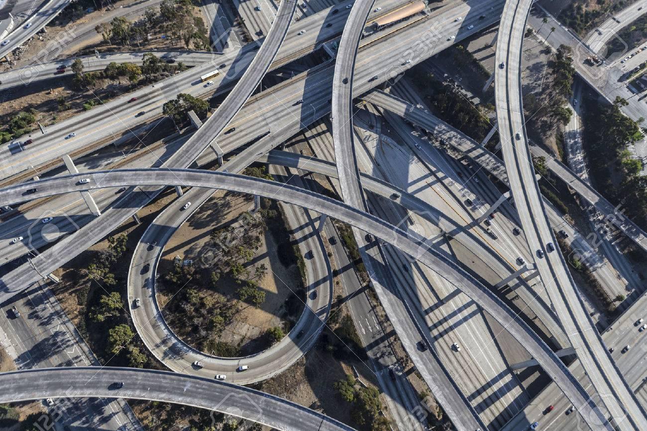 ロサンゼルス港と世紀の高速道路インターチェンジのランプや空中橋 ...