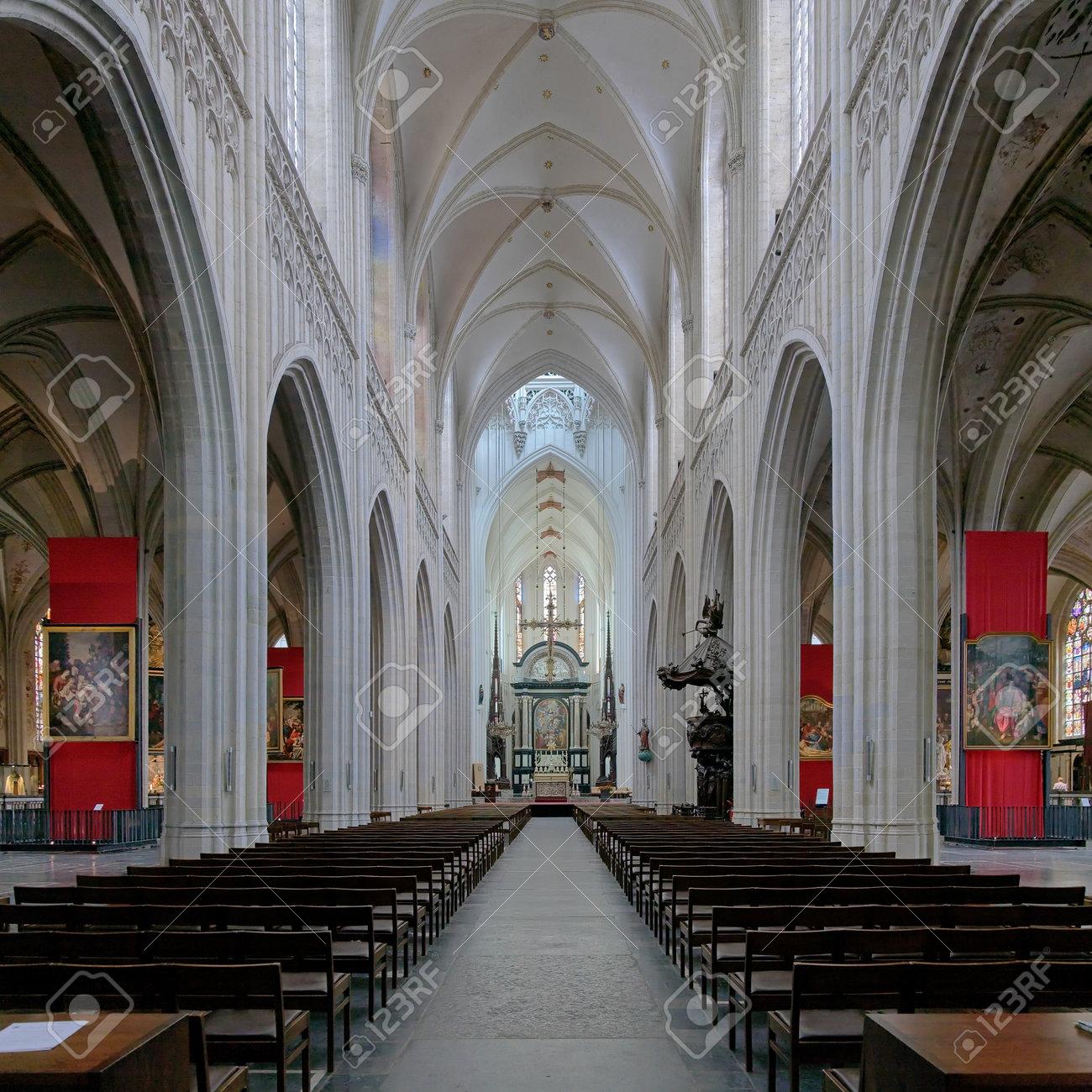 interieur van de kathedraal van onze lieve vrouw in antwerpen belgi stockfoto 23466486