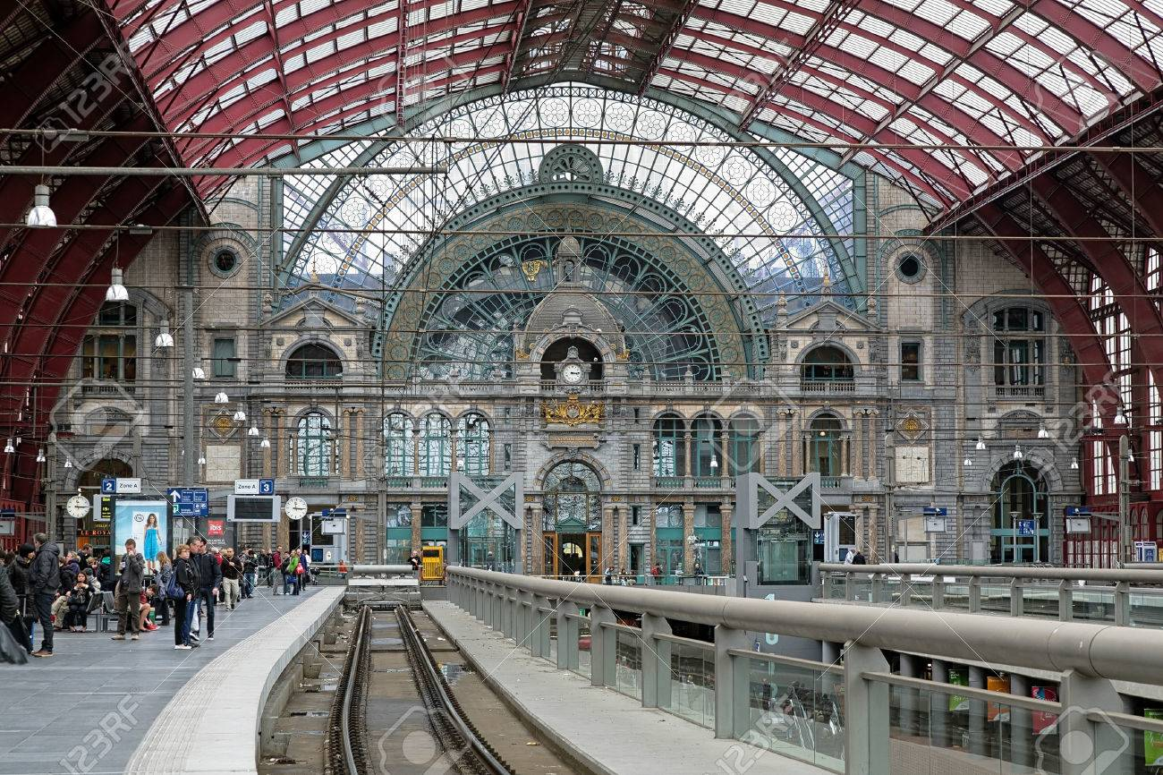 Upper level of the Antwerp Central train station, Belgium Stock Photo - 23889092