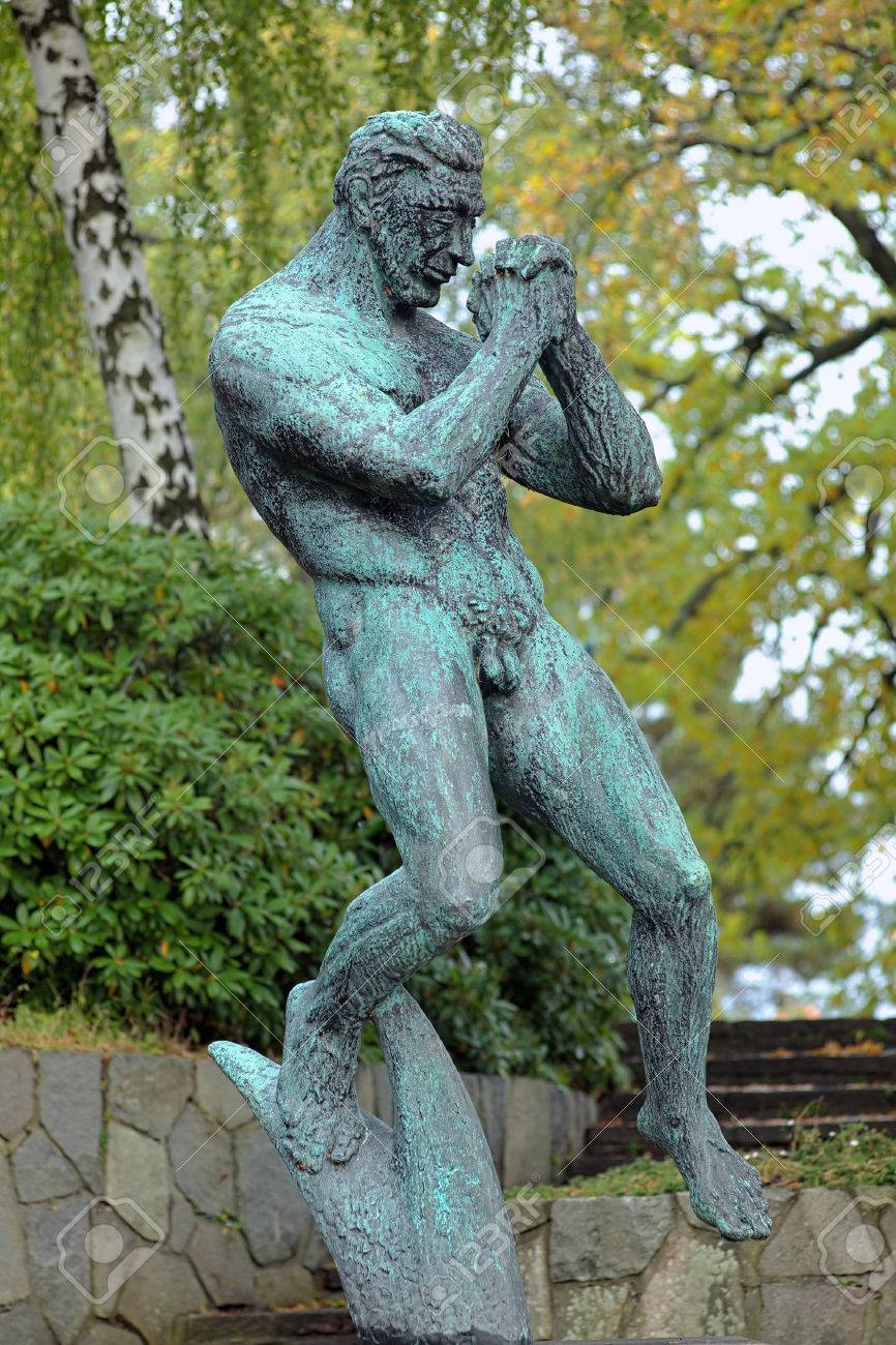 La Escultura Hombre Que Ruega Por Carl Milles En Millesgarden Jardin - Escultura-jardin