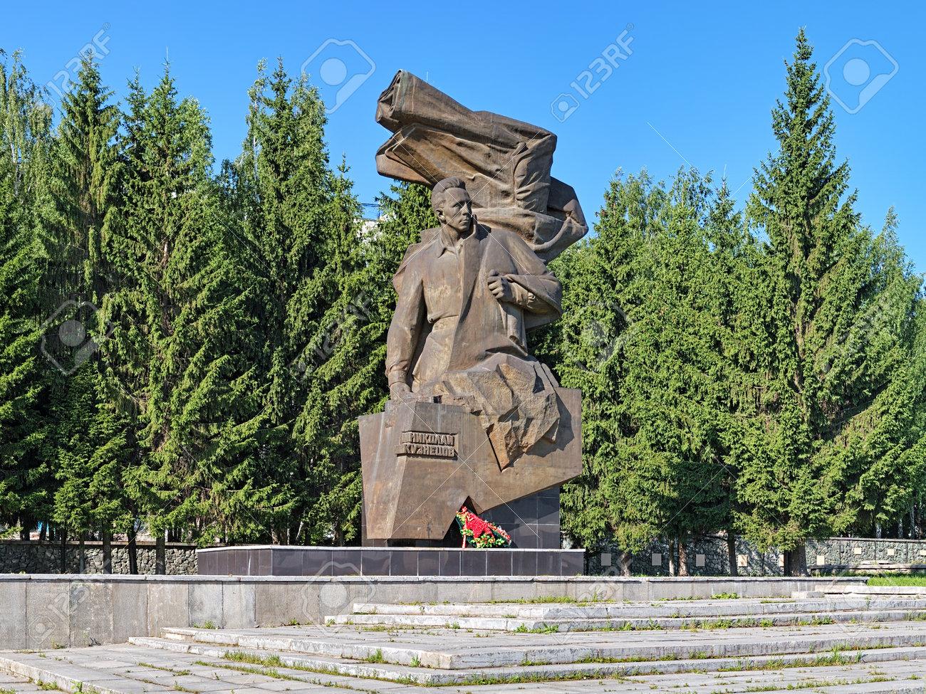 エカテリンブルク, ロシア連邦 - 2015 年 7 月 21 日: 記念碑ソビエト ...