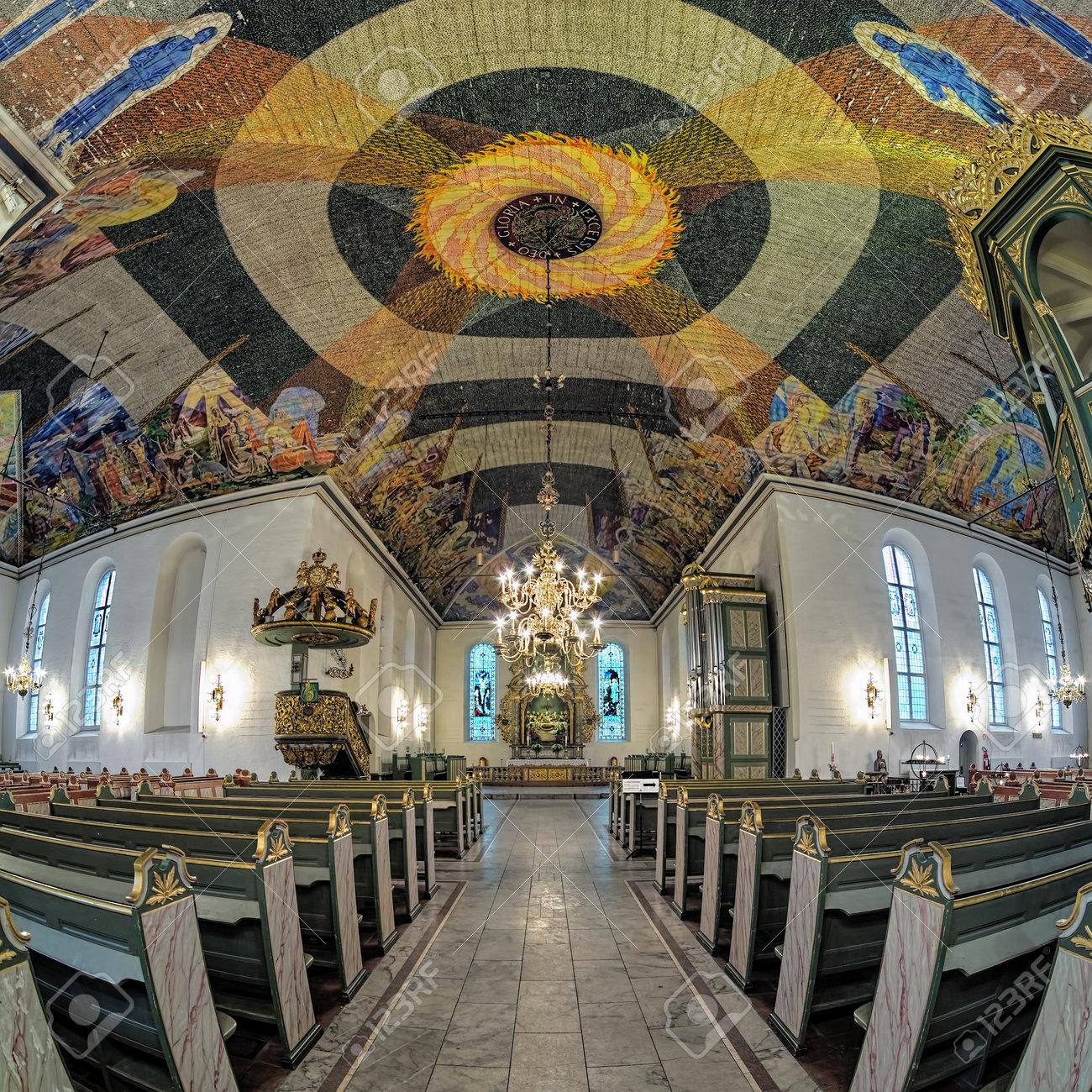 oslo norvge le 23 janvier 2017 intrieur de la cathdrale doslo les peintures modernes du plafond de 1500 mtres carrs ont t peintes par