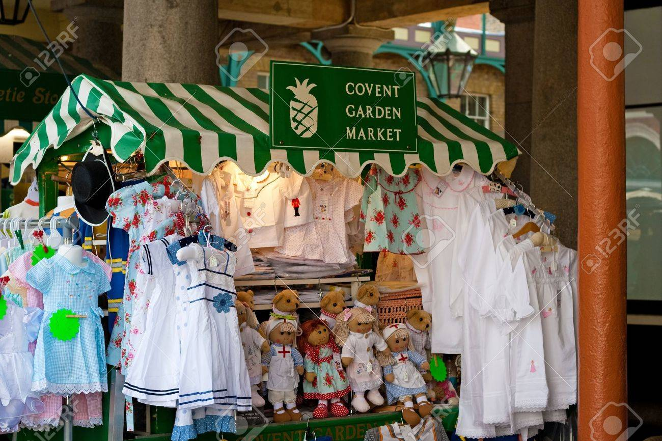 Market stall selling crafts in Covent Garden, London Stock Photo - 10434550