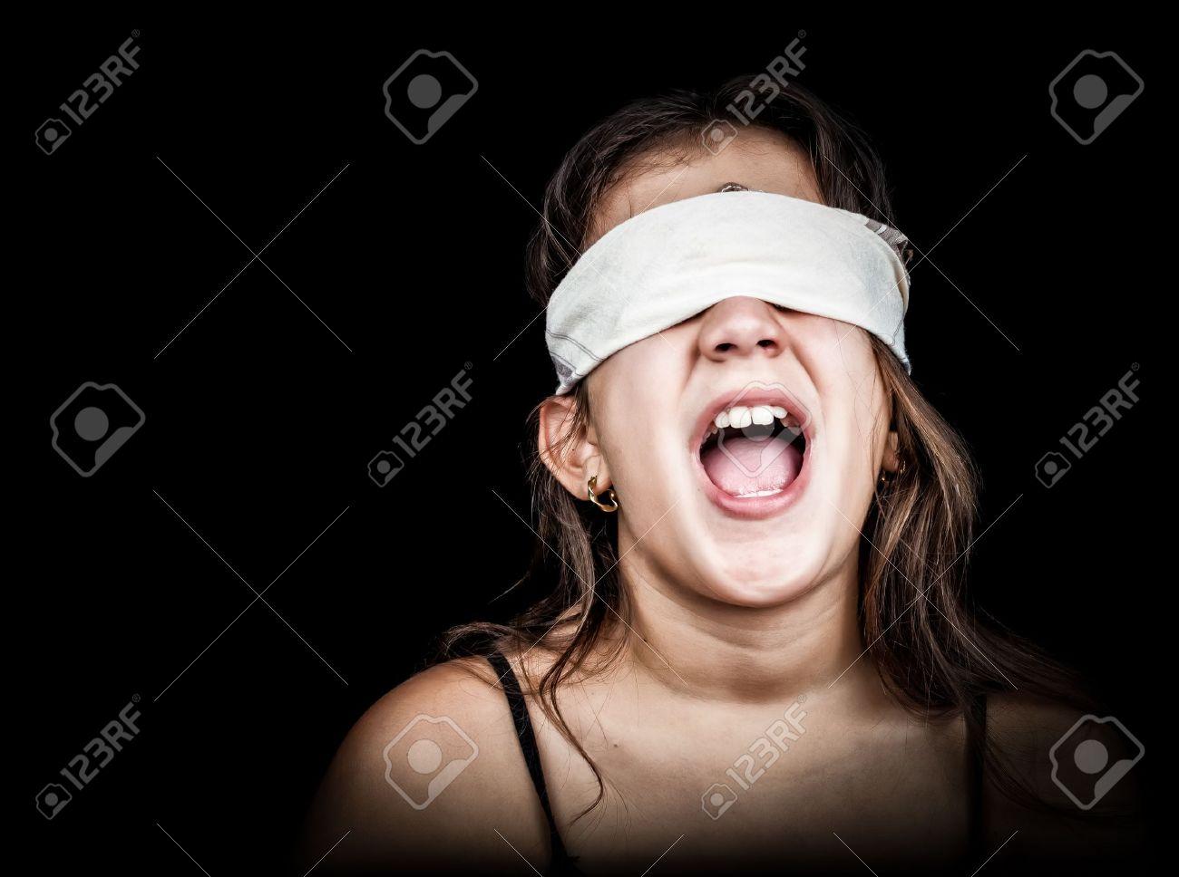 Профессиональные фото девушек с завязанными глазами 26 фотография