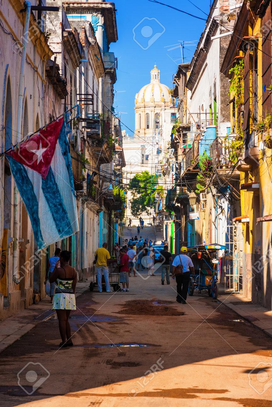 Scène De Rue Dans La Vieille Havane Banque D'Images Et Photos ...