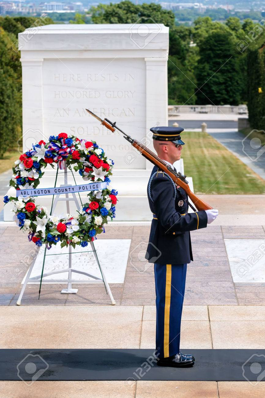 Ceremonial guard at the Tomb of the Unknown Soldier at Arlington National Cemetery - 63542986