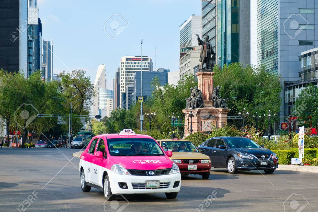 Street scene at Paseo de la Reforma in Mexico City near the Christopher Columbus statue - 71286831
