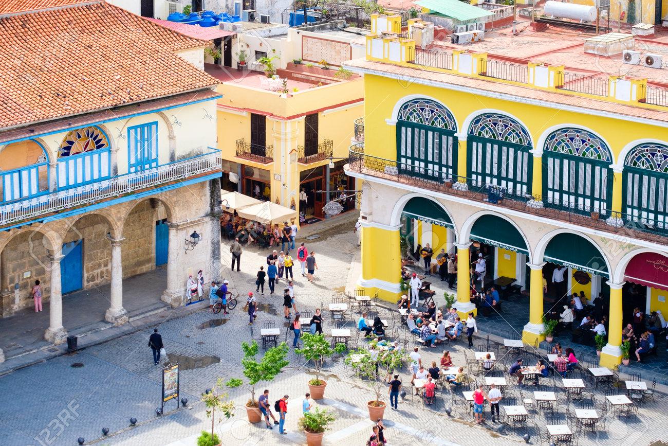 Colonial buildings and outdoor restaurant in Old Havana - 94871104