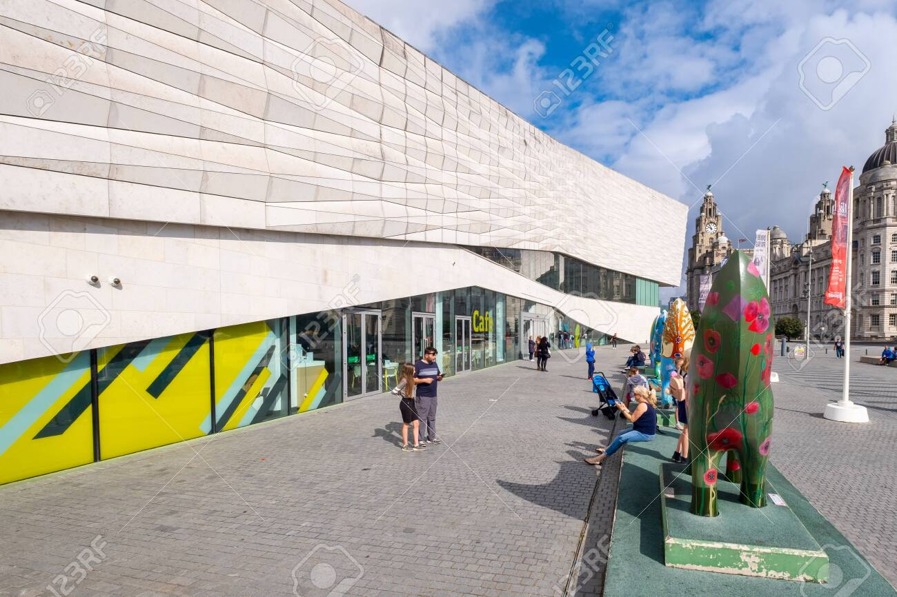 The Museum of Liverpool on a sunny summer day - 150299022