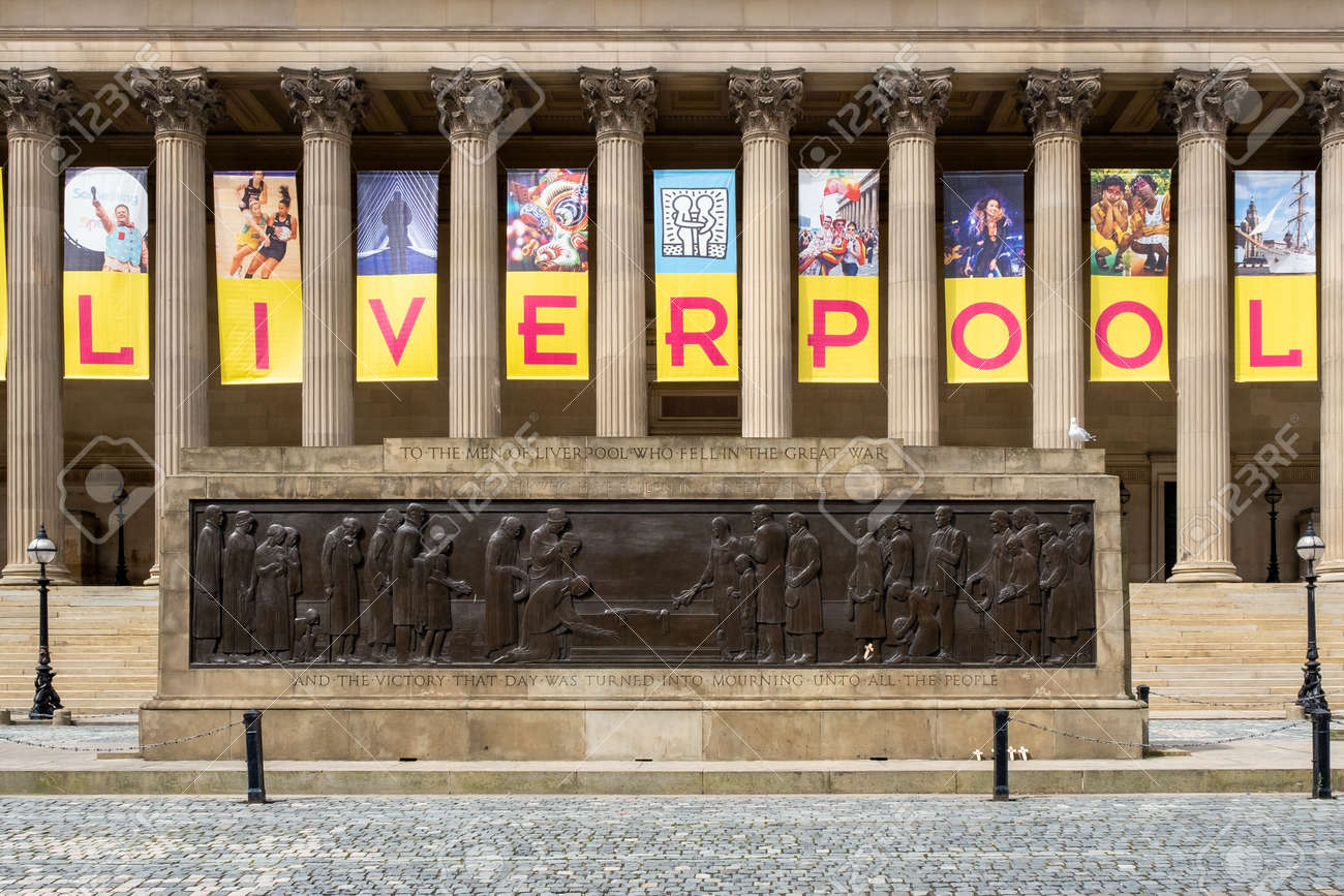 Detail of St George's Hall, a symbol of the city of Liverpool - 150299031