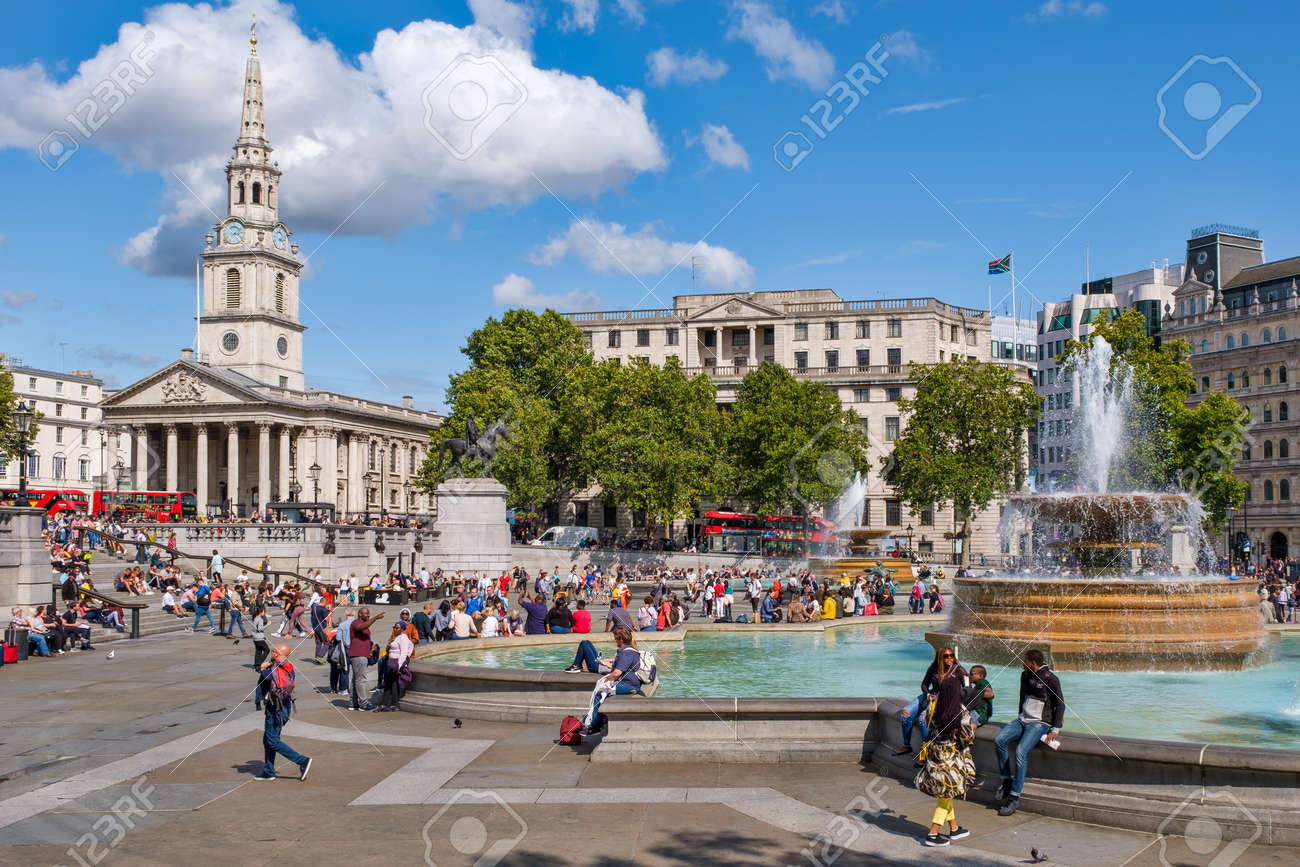 Trafalgar Square in London on a beautiful summer day - 152053445
