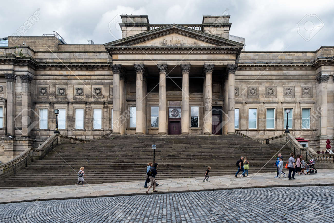 The Liverpool Central Library on the historic St George's Quarter - 158962817