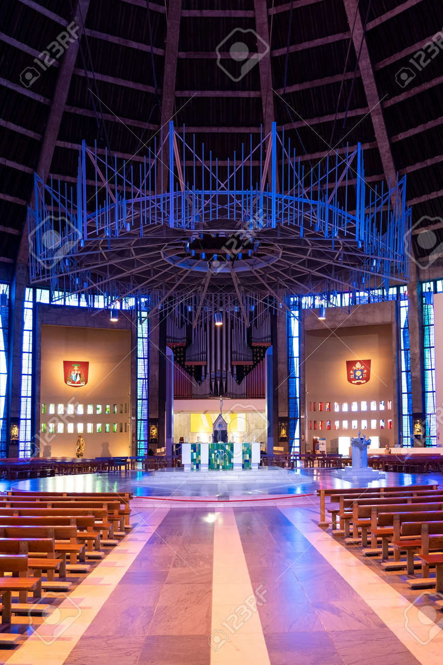 Interior of the Liverpool Metropolitan Cathedral, the largest catholic cathedral in England - 158962837