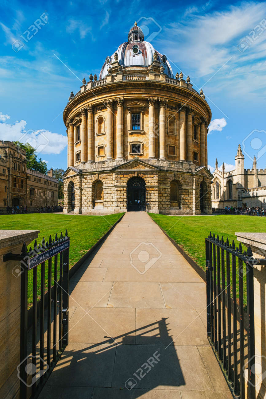 The Radcliffe Camera, a symbol of the city and the University of Oxford - 158973661