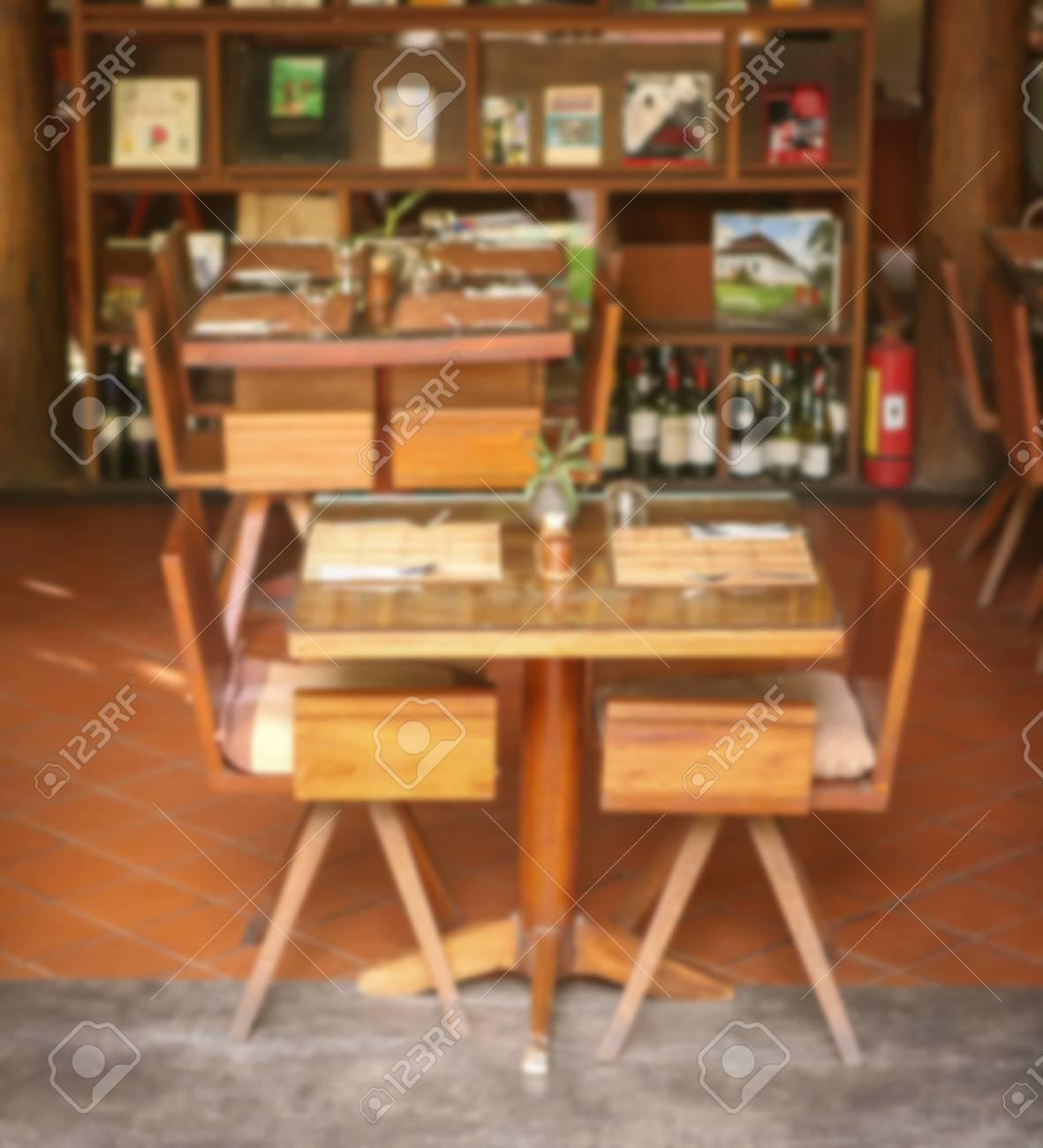 Standard Bild   Stuhl Mit Tisch Holz Im Esszimmer