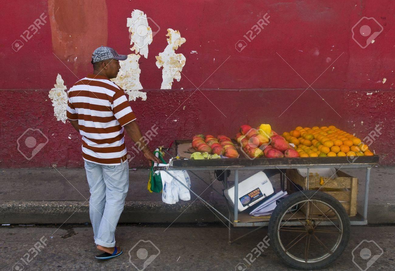 CARTAGENA DE INDIAS , COLOMBIA - DEC 24:Unidentified colombian man sell fruits in the street in Cartagena de Indias on December 24 2010 Stock Photo - 10636311