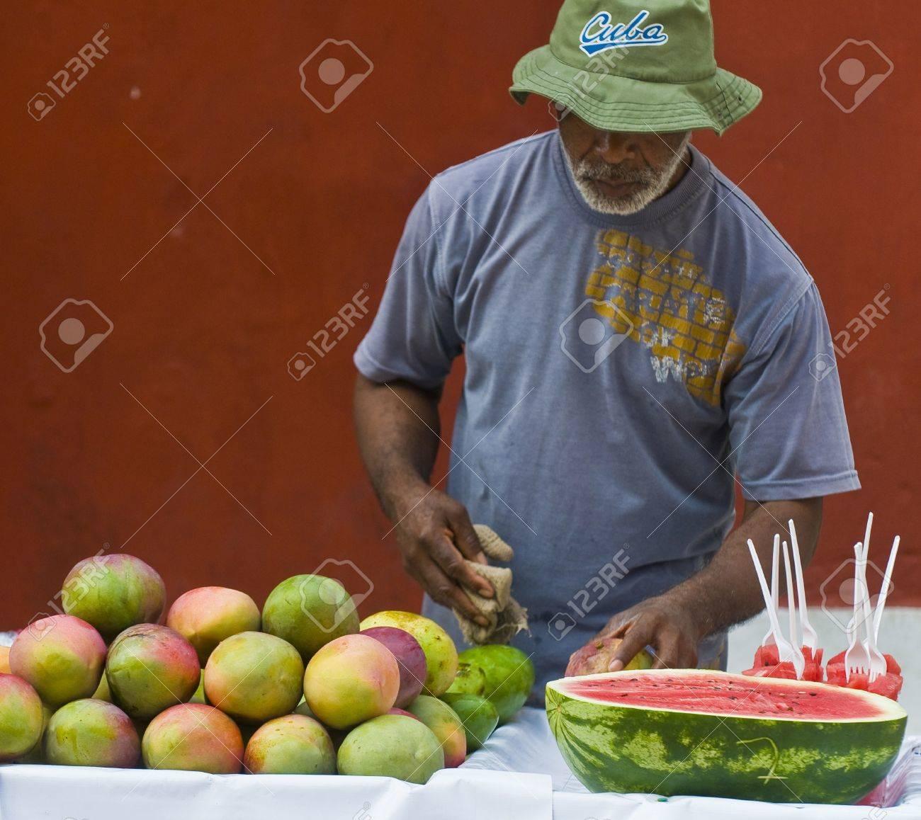 CARTAGENA DE INDIAS , COLOMBIA - DEC 21:Unidentified colombian man sell fruits in the street in Cartagena de Indias on December 21 2010 - 10986542