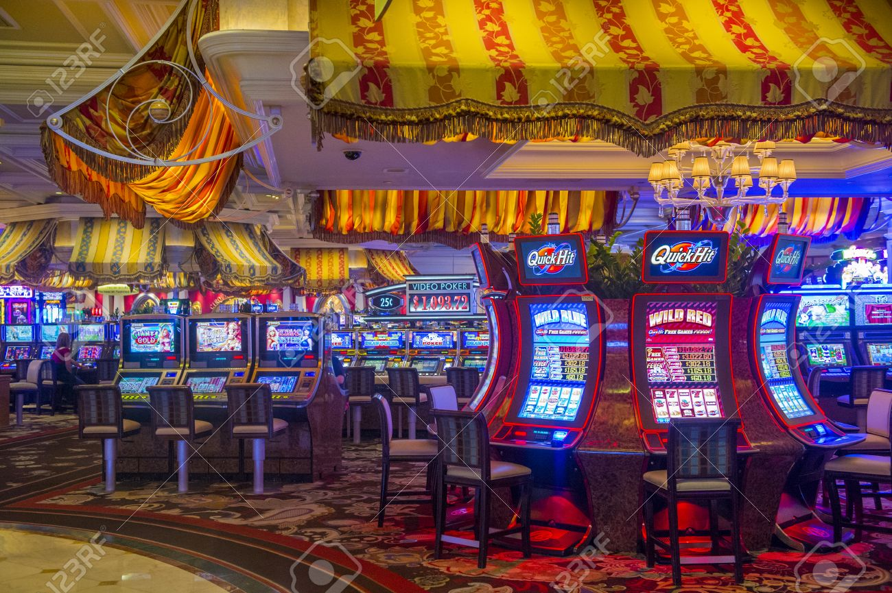 LAS VEGAS - JUNE 17 : The interior of Bellagio hotel and casino on June 17 2014 in Las Vegas. Bellagio is a luxury hotel and casino located on the Las Vegas Strip. The Bellagio opened on 1998. - 31006576