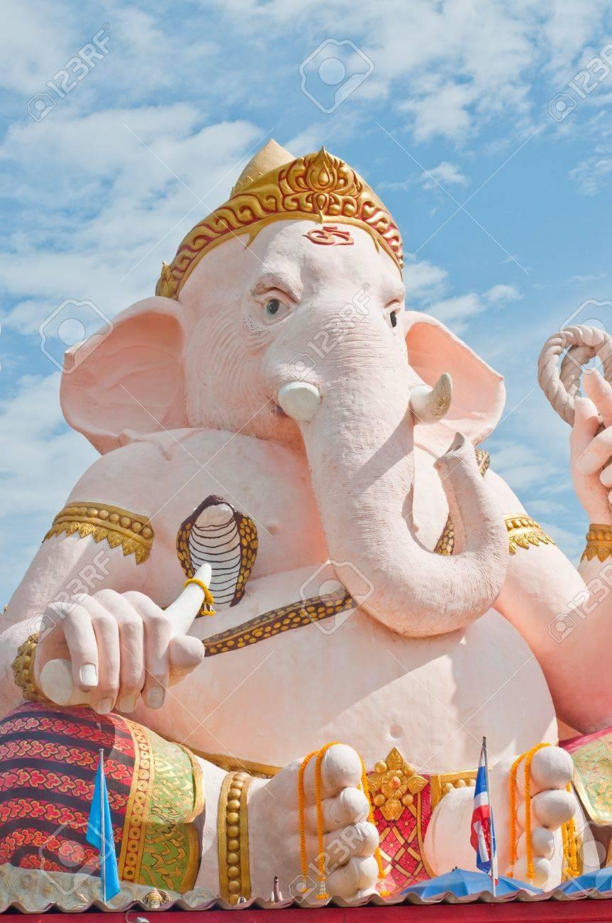 Pink ganesha statue at Nakhonnayok province, Thailand. Stock Photo - 10455309