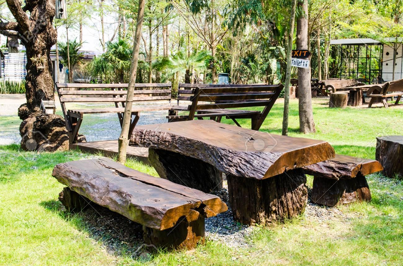 Bureau de style thaïlandais situé dans le jardin thaïlande