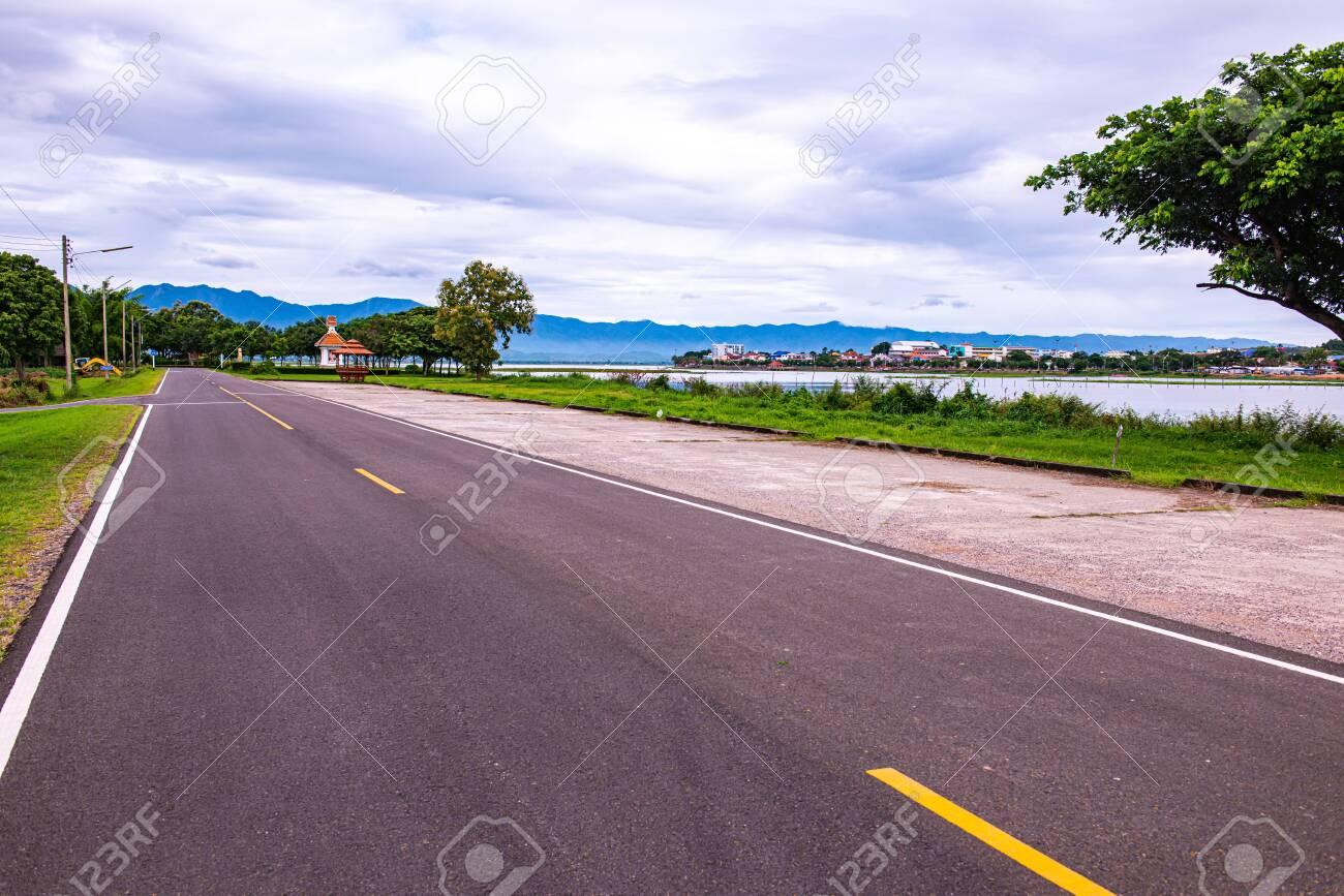 Road and running track beside Kwan Phayao lake, Thailand. - 131432830