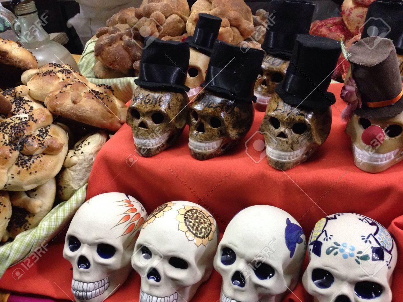 Mxicos Días Muertos Pan Tradicional Y Calaveras Hechas A Mano Fotos