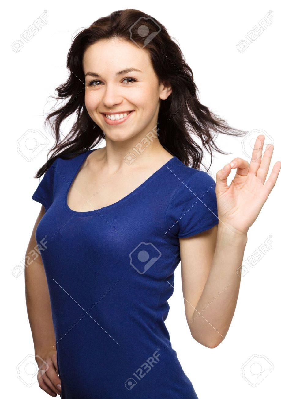 3e5901c7a4045c Jonge vrouw gekleed in blauw toont OK teken, geïsoleerd op een witte  Stockfoto - 15465193