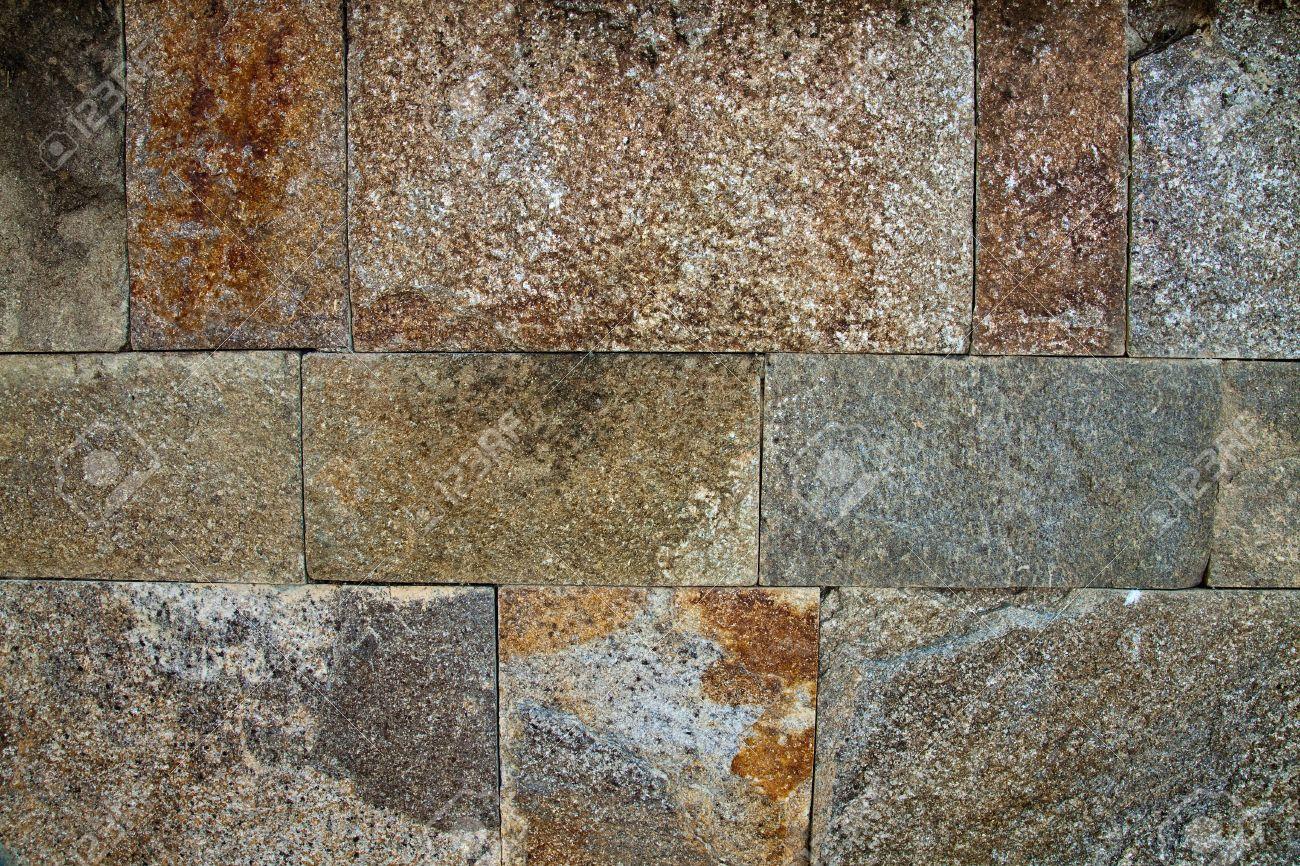Revetement Mur Exterieur Pierre décoratif revêtement extérieur qui ressemble à un mur de pierre
