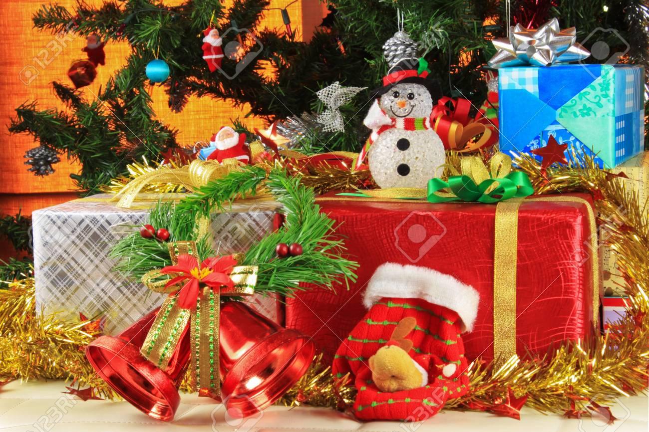 Cadeaux Pour Noël Et Le Décor Magnifique Banque D'Images Et Photos