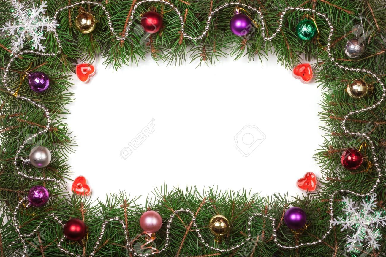 Weihnachten Rahmen Aus Tannenzweigen Dekoriert Mit Auf Weißem ...