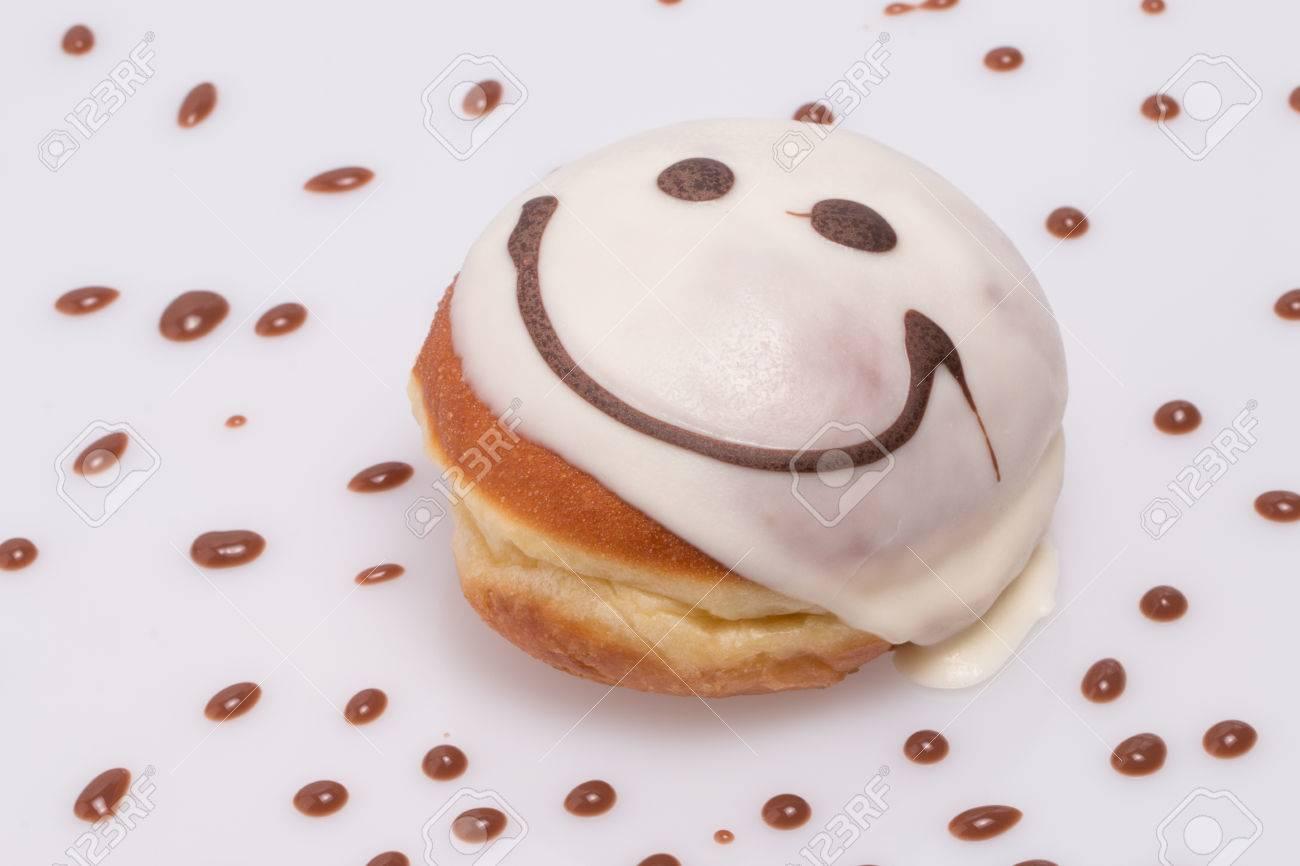 Smile cake   donut Banque d'images - 25358627