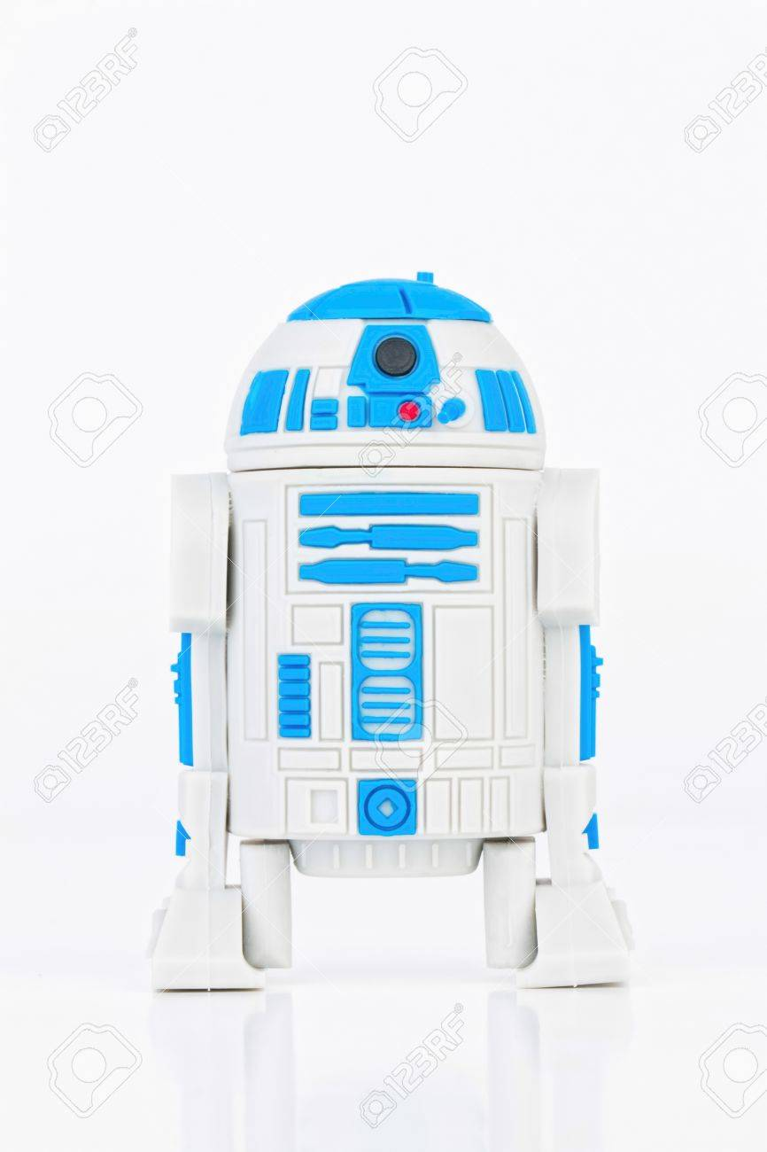 Rostov - on - Don, Russia - July 31, 2015: Studio shot of R2-D2 Robot rubber mini figure from the Star Wars. Banque d'images - 43111285