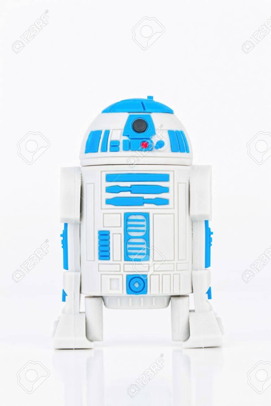 Rostov - on - Don, Russie - 31 Juillet, 2015: Studio shot caoutchouc Robot R2-D2 mini figure de Star Wars. Banque d'images - 43111285
