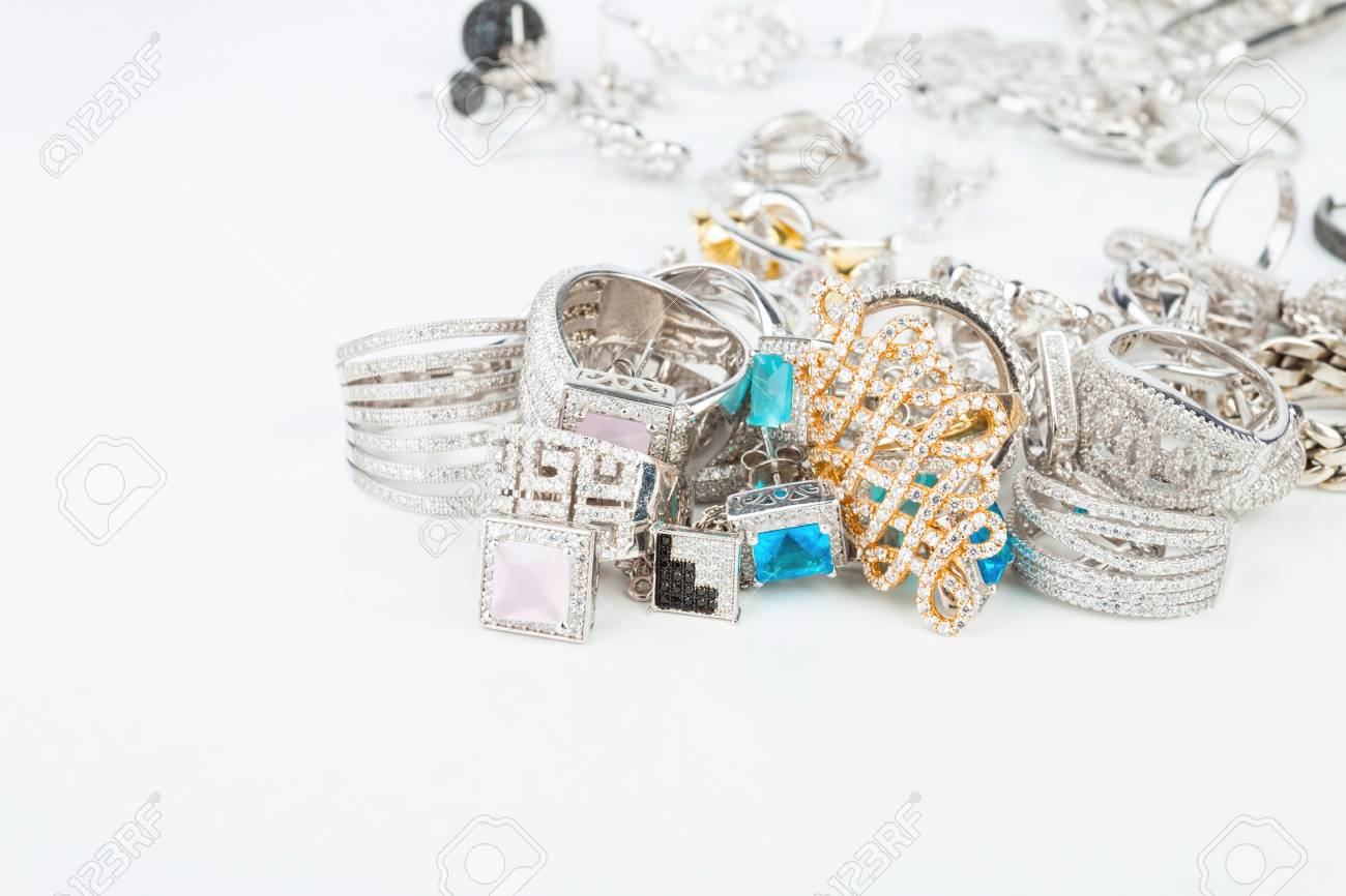 Many fashionable women's jewelry - Stock Image macro. Banque d'images - 45628893