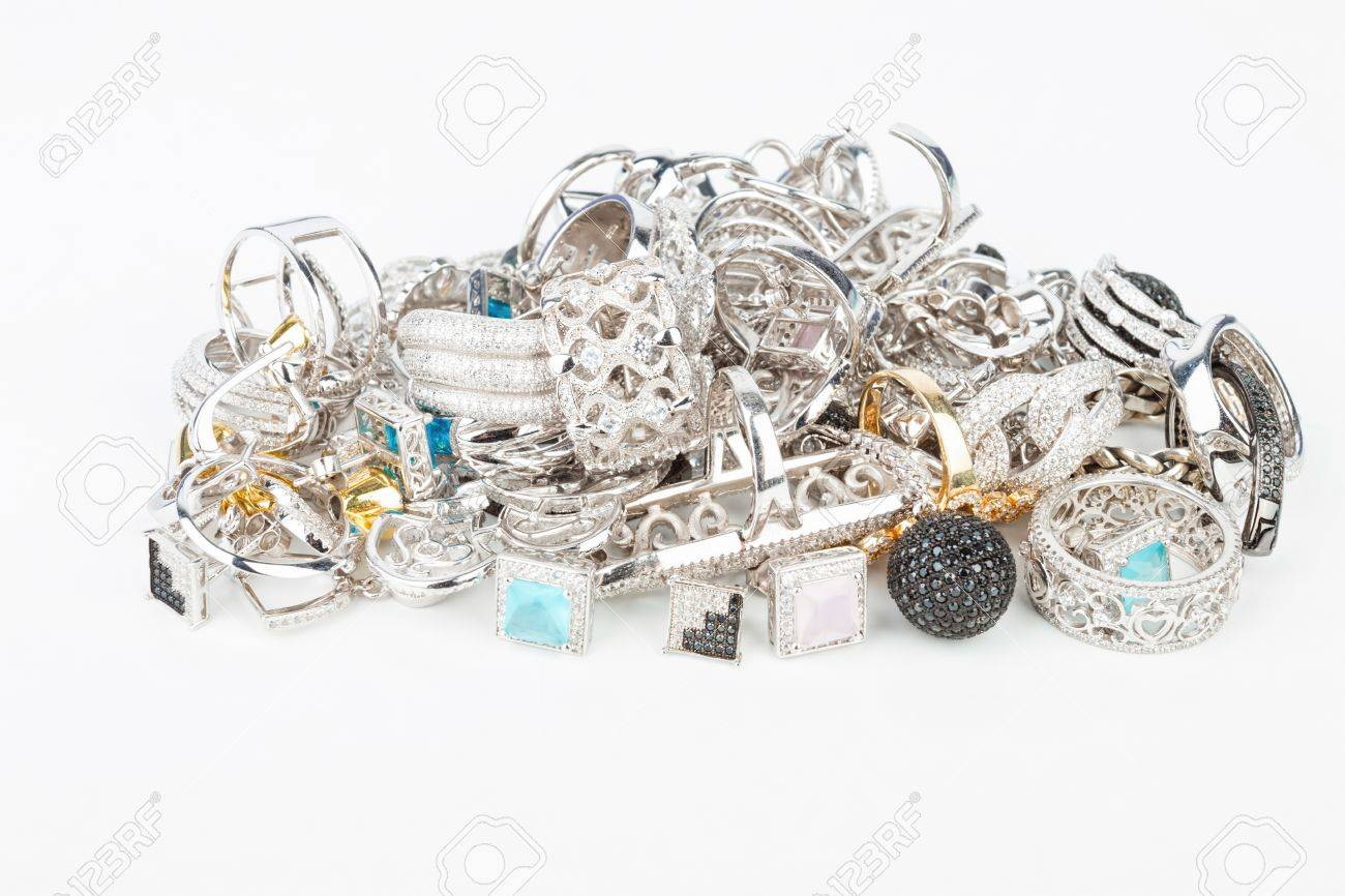 Many fashionable women's jewelry - Stock Image macro. Banque d'images - 50748435
