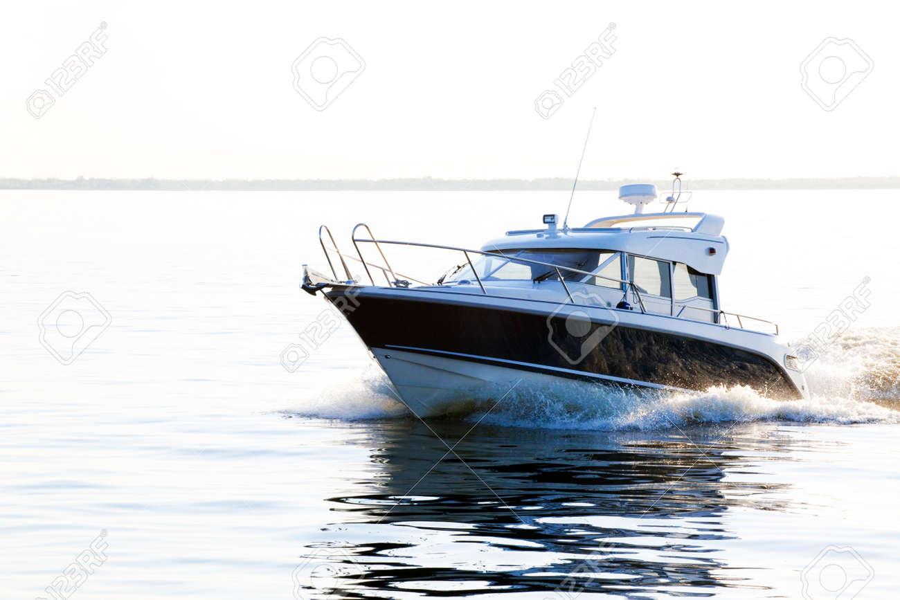 A covered powerboat speeding through the water Standard-Bild - 11781884