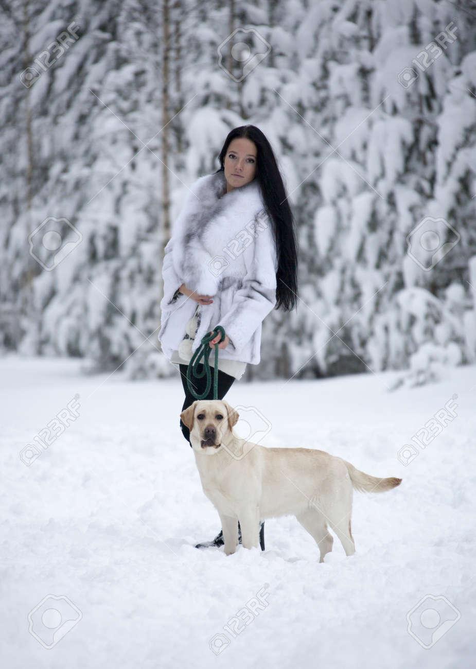 """Résultat de recherche d'images pour """"fille avec chien en hiver"""""""