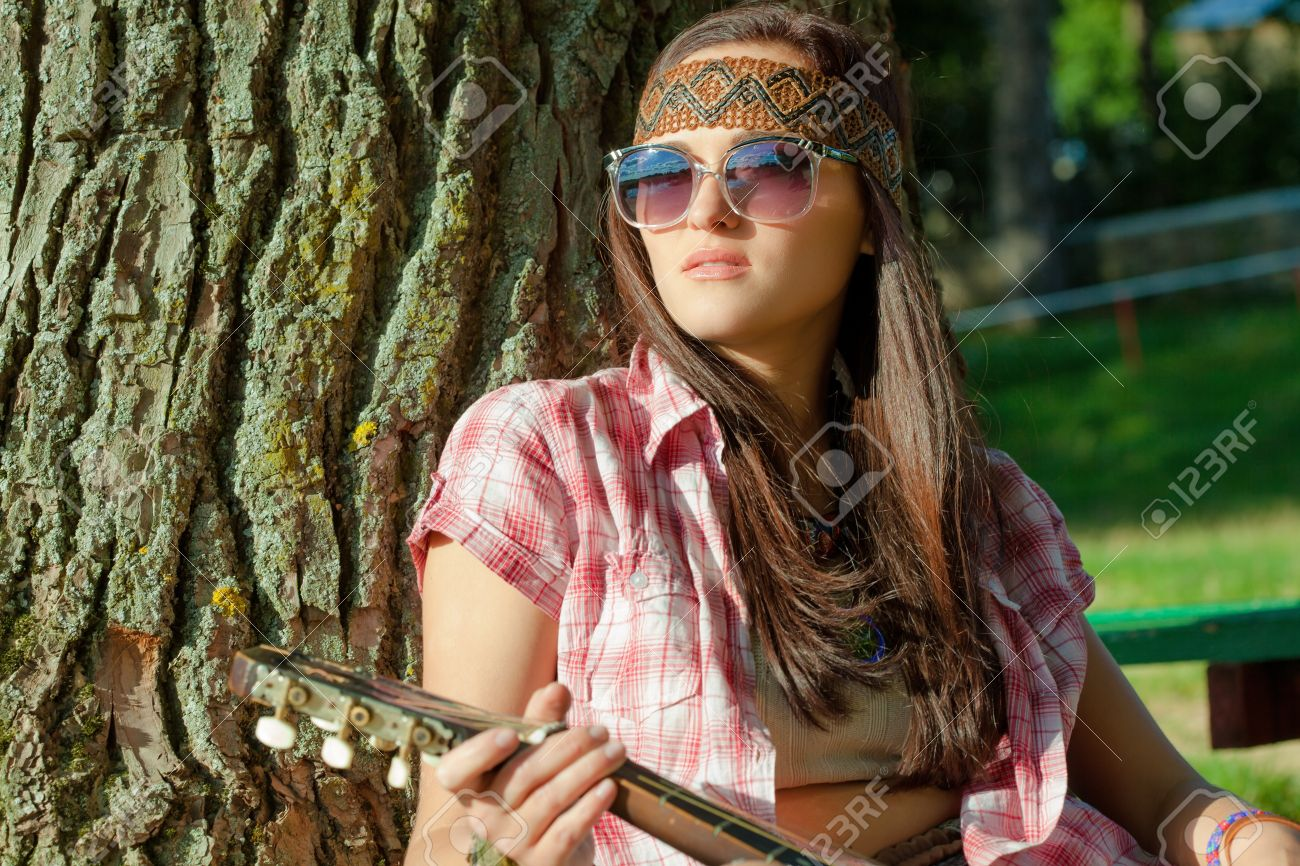 Beautiful hippie girl with guitar Stock Photo - 15559526 22489c687a97