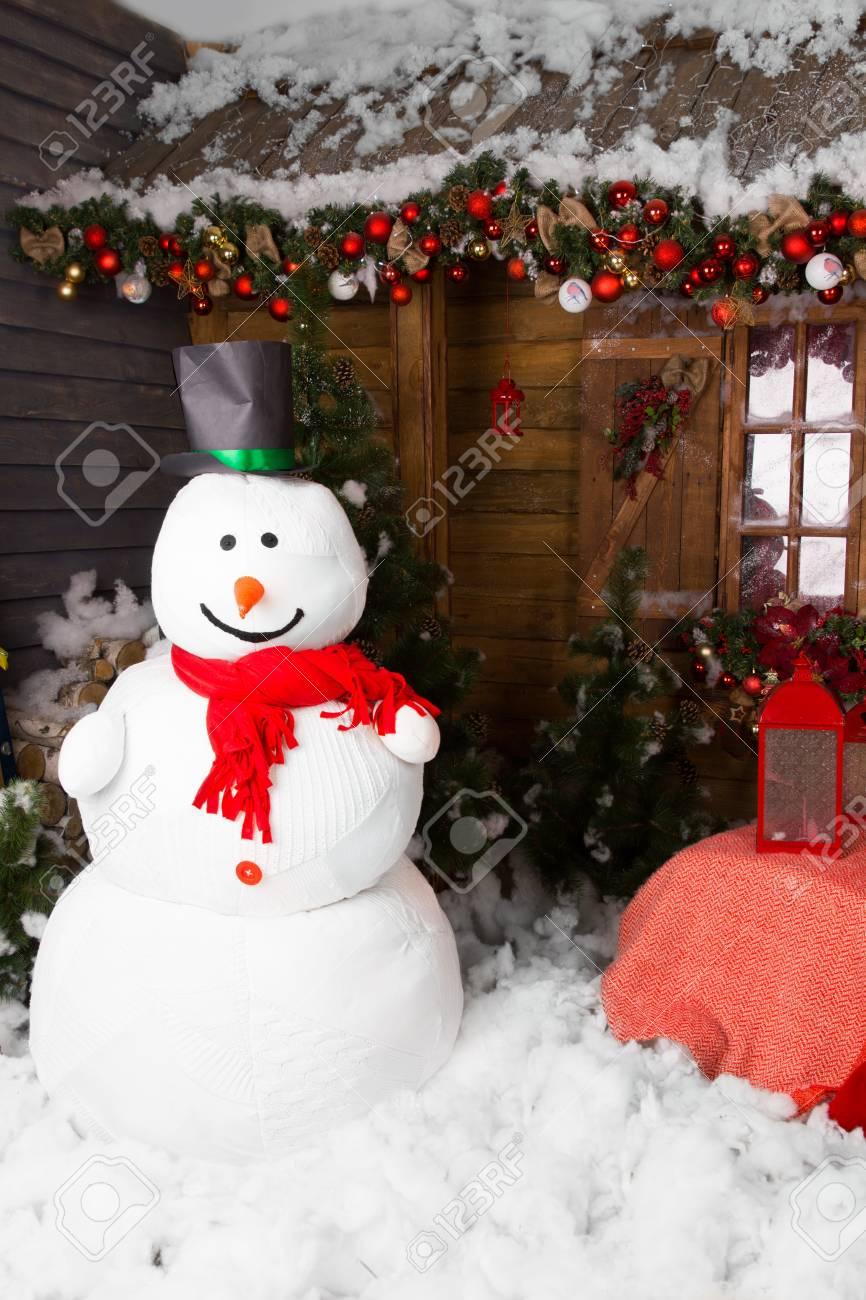 Gran Muñeco De Nieve Cubierta De Invierno Con Sombrero Rodeado De ...