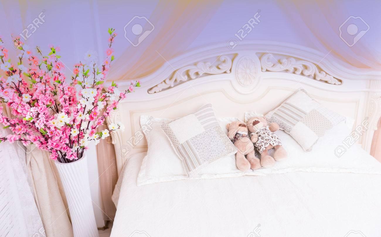 vue en plongée du romantique rose et blanc bouquet de fleurs près