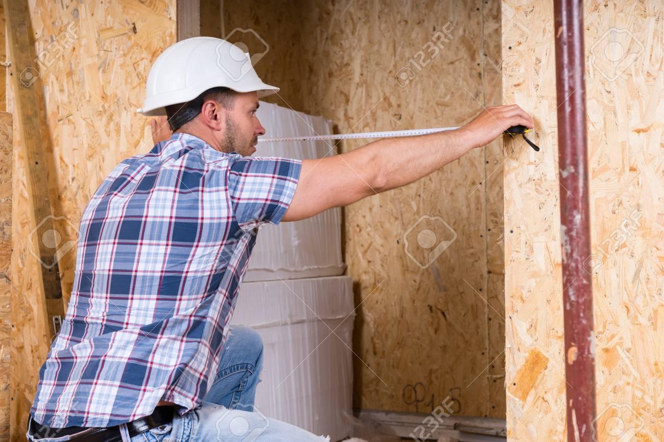 Trabajador De Construcción Constructor Blanca Que Desgasta El ...